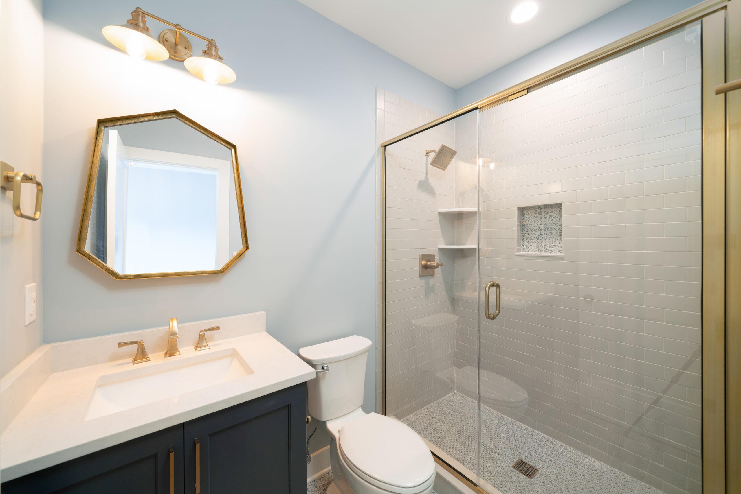 gold accen bathroom with black vanity